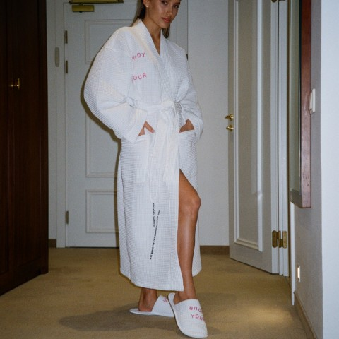 Белоснежный халат-кимоно и Домашние тапочки из хлопка